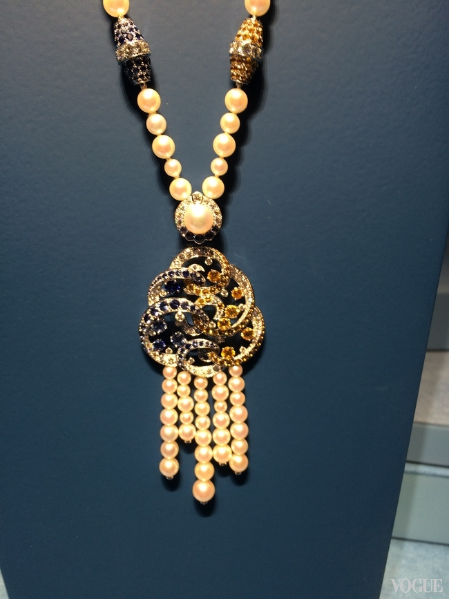 INDIAN AND ATLANTIC SEAS: Benguerra long necklace with cultured pearls, blue and yellow sapphires, garnets and diamonds