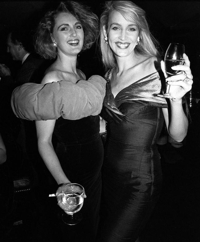 Франческа фон Тиссен и Джерри Холл на вечеринке Valentino в клубе Annabel, 1987