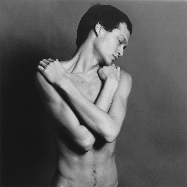 Джулиан Энсон, 1979. Фото Роберта Мапплторпа. Серебряно-желатиновая печать, 40.6 x 50.8 cm (16 x 20 in) RMP 1275