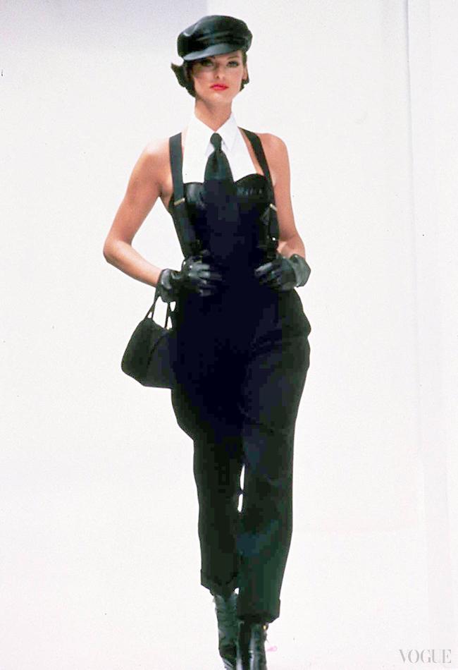 Линда Евангелиста на показе Dolce & Gabbana осень/зима 92/93, коллекция The Trip