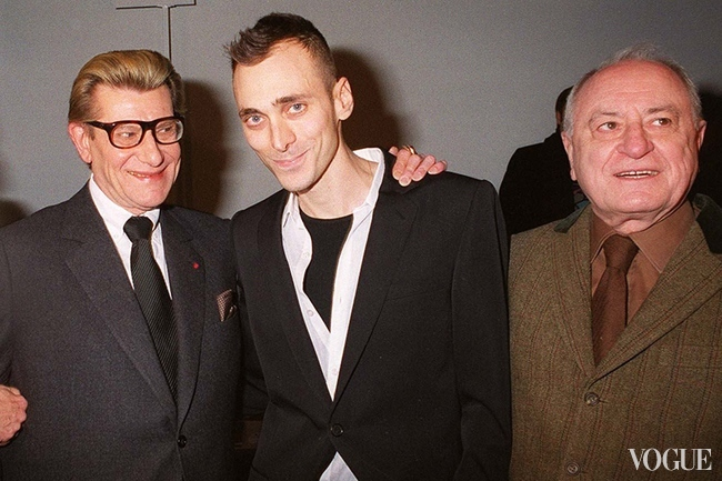 Yves Saint Laurent with Hedi Slimane and Pierre Berg? in 2001 at the Christian Dior-catwalk show