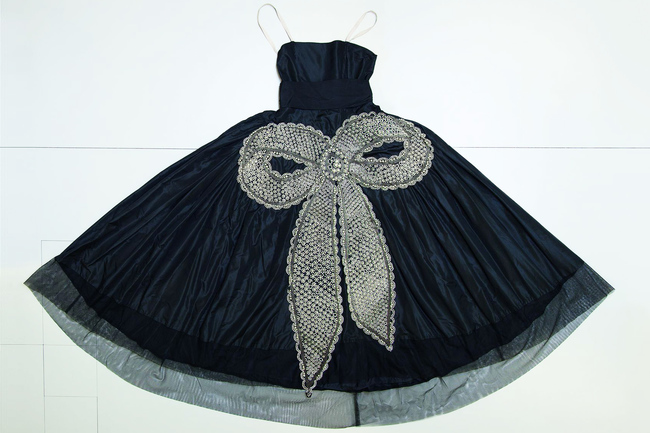 'La Cavallini', evening gown, made of black taffetas ornamented with a knot embroidered with pearls, crystals and metallic threads, 1925