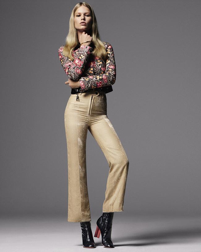Кожаный жакет, брюки из бархата, кожаные сапоги, браслет, металл, все – Louis Vuitton