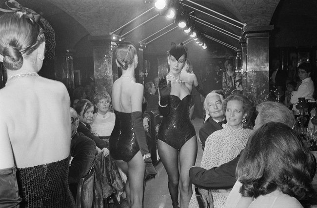 Принцесса Мишель Кентская смотрит модное дефиле, Annabel, 1980