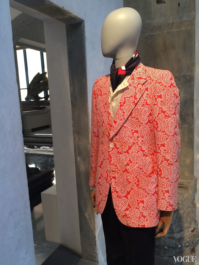 Bright red cotton jacquard blazer from 1967
