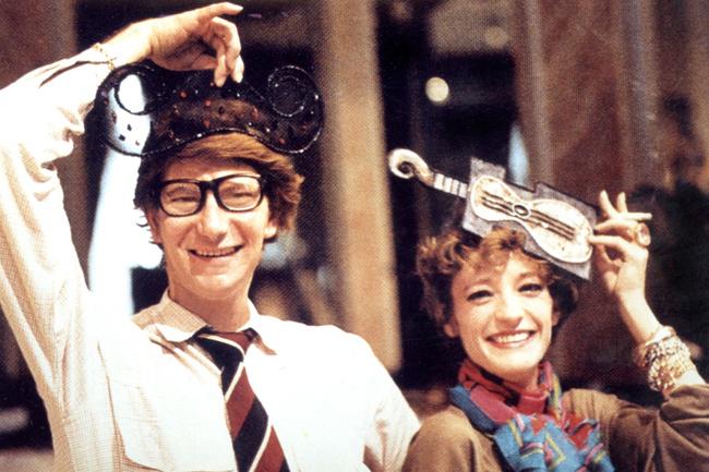 Ив и Лулу развлекаются со шляпами