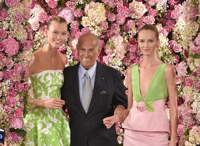 Designer Oscar de la Renta (centre) and model Karlie Kloss (left) at the finale of his spring/summer 2015 collection, his last show