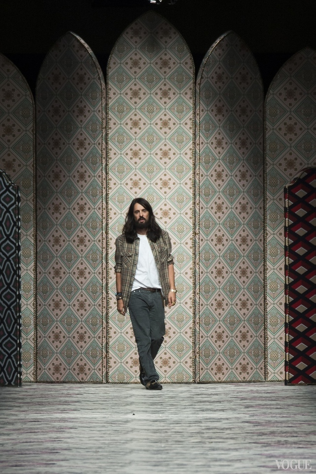 ALESSANDRO MICHELE TAKES HIS BOW FOR GUCCI S/S 2016