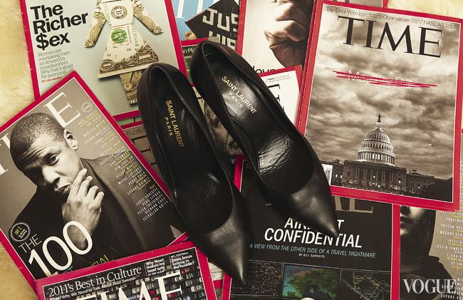В квартире Алины практически нет модной прессы, зато несколько стопок журналов Time magazine. Байкова признается, что старается не пропустить ни одного его номера
