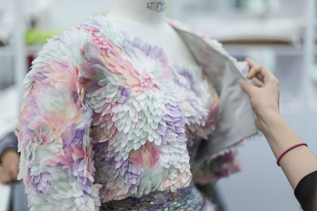 A feather-coated Chanel Haute Couture spring 2014 outfit by Maison Lemari?