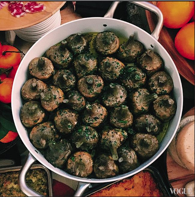 Дарья Шаповалова постит фотографии еды в «Инстаграме» не чаще раза в месяц (@daria_shapovalova)