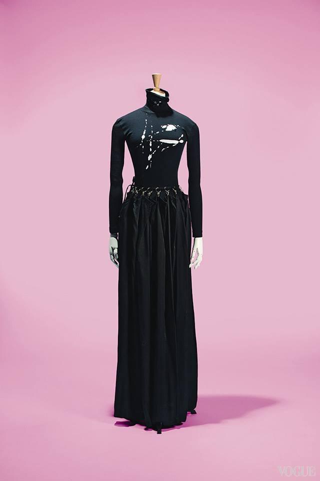 Платье Martin Margiela, осень-зима – 1990, на выставке Mode d'ici. Cr?ateurs d'ailleurs в Музее иммиграции, Париж, 2015