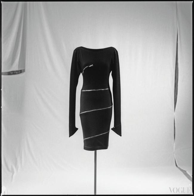 Платье Ala?a, осень-зима – 1981, на выставке Ala?a в музее Galliera, Париж, 2014