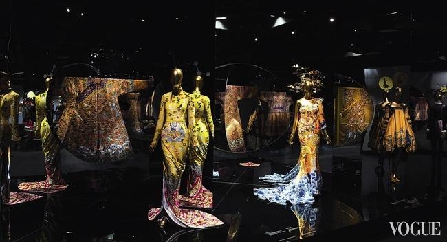 Экспозиция «Китай: Зазеркалье» в Метрополитен-музее, Нью-Йорк, 2015