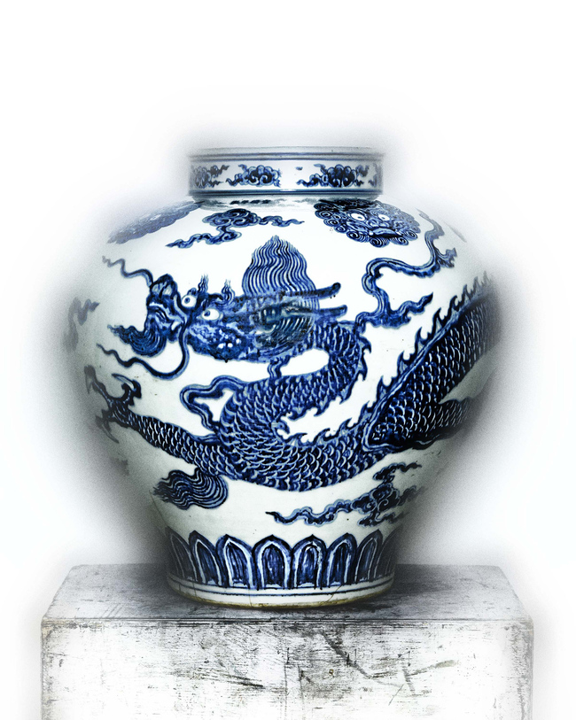 Porcelain jar painted with a cobalt blue dragon under a transparent glaze, early 15th Century