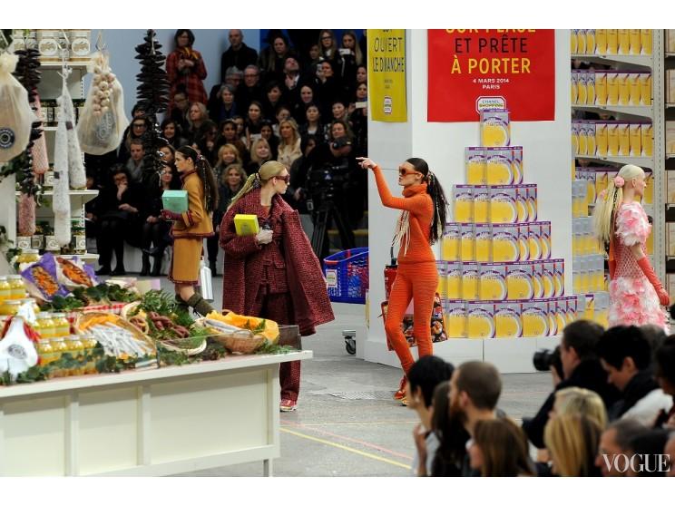 Супермаркет Chanel был разграблен после показа коллекции сезона осень-зима 2014